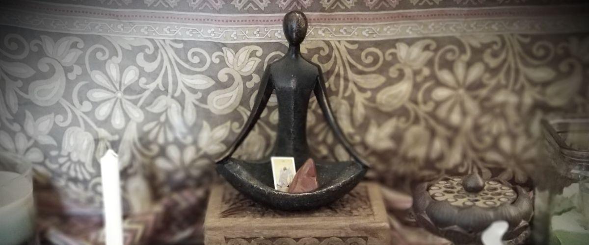 altar figurine